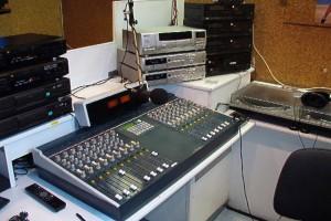 Uitzendstudio gebruikt door Superstar, Radio One en SIS in de jaren 90. Deze is gebruikt tot 2004